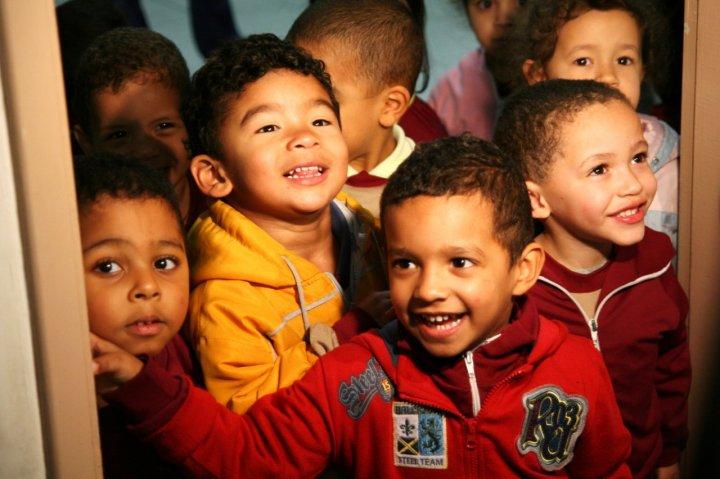 Sorrisi brasiliani in orfanotrofio di Manjula