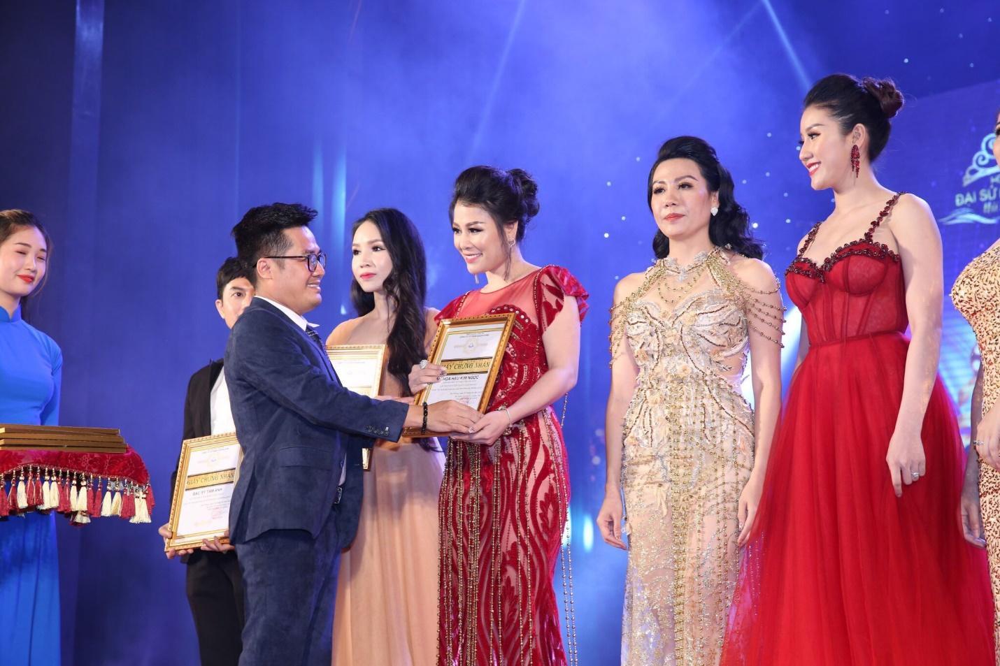 Hoa hậu doanh nhân Đàm Hương Thủy nổi bật khi ngồi ghế giám khảo Hoa khôi Đại sứ môi trường Hải Phòng năm 2019  - Ảnh 7