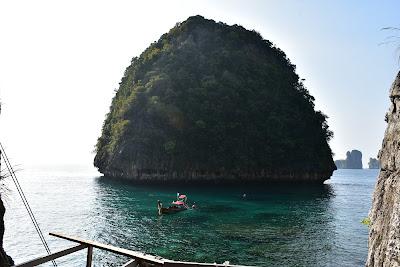 Take a picture at Loh Samah Bay