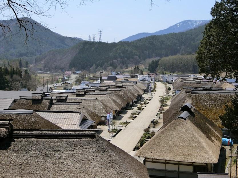 茅葺屋根が見事に連なる山間の宿場町『大内宿』