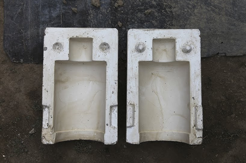 Barro negro para diseñar luminarias colgantes hechas por artesanos de Oaxaca