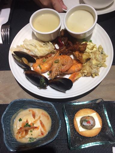 好久沒有去吃了,最近去了發現多了很多新鮮菜色,很健康又精緻 適合全家聚會,或是好朋友約會地點!
