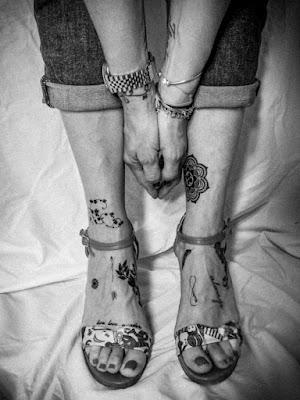 Piedi e tattoo di fabbra77