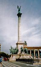 Photo: 15 mei. Boedapest. Heldenplein. Heldenmonument.