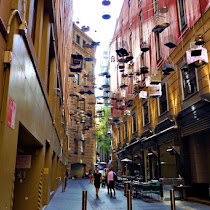 【世界のストリートアート】シドニーのストリートに吊り下げられた無数の鳥かごの意味とは? / オーストラリア・エンジェルプレイスの「FORGOTTEN SONGS (忘れられた歌)」