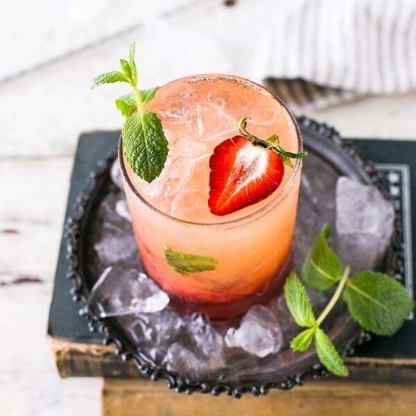 檸檬、柳橙等水果都是常見的調酒裝飾
