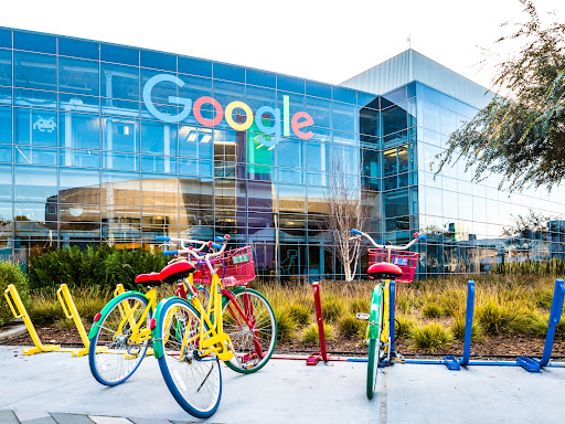 EU warns Google to improve hotel and flight search results in two months
