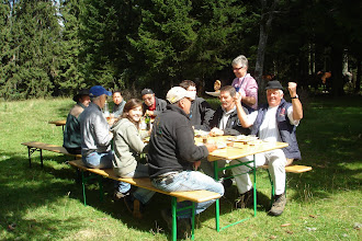 Photo: Pause aussi pour le team / Pause auch für das Team