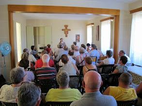 Photo: 13.10.12StJulien : Sœur Ellis, Mère Abesse, avec le groupe au monastère des Clarisses