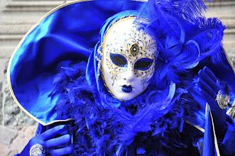 Photo: Venezia carnaval : les personnes déguisées prennent la pose sans relâche, comme de vrais pros.