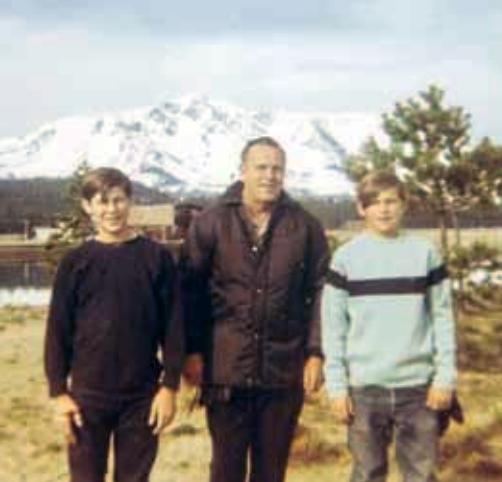 Хэл Финни с братом и отцом.