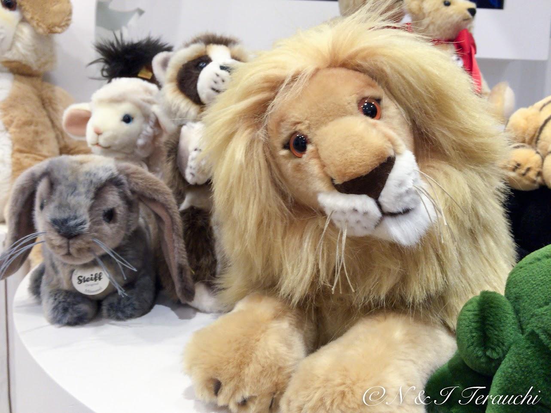 首をかしげるライオンさん