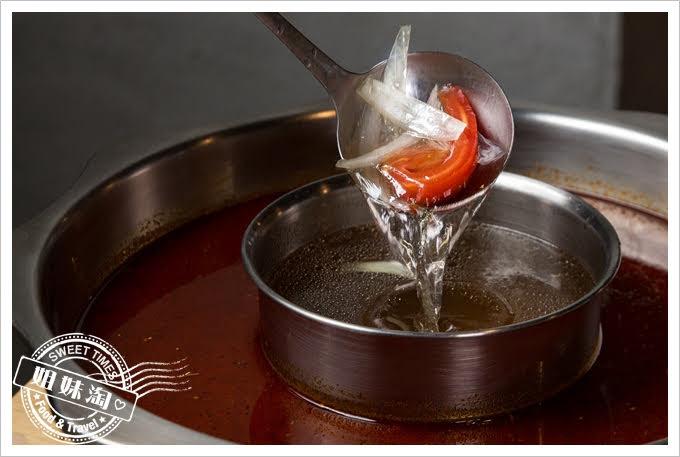 岡鐵牛鍋物工廠牛肉湯底