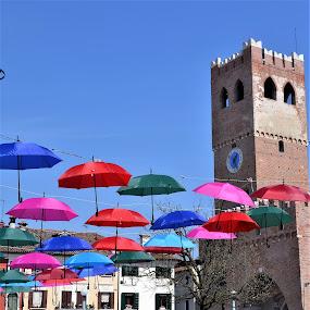 Noale in festa by Francesco Benettolo - City,  Street & Park  Street Scenes ( noale, ombrelli colorati, festa, ombrelli sospesi, torre )