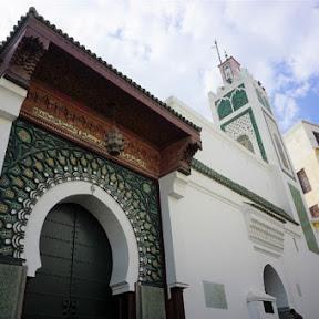 モロッコ・タンジェの海と街を望むロケーション最高のレストラン「ル・サロン・ブルー」