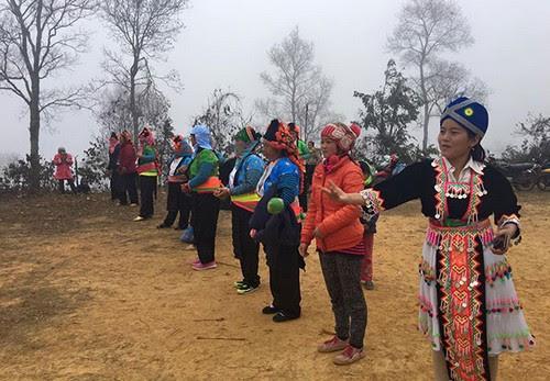 Đỉnh Đèo Pha Đin tưng bừng hội xuân của người Mông