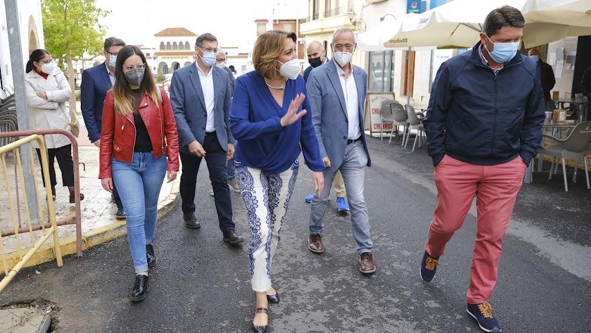 Susana Díaz en su visita a Dalías este viernes.