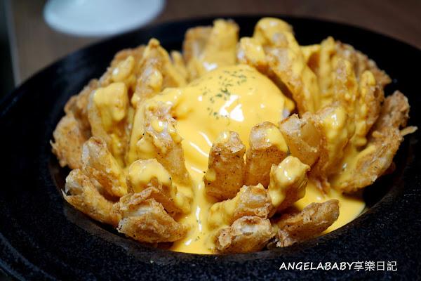 板橋 巨無霸美式漢堡#Gatsby蓋子美式餐廳#熔岩起司薯泥洋蔥花#剝皮辣椒炒嫩蛋菠籮漢堡#拿鐵咖啡