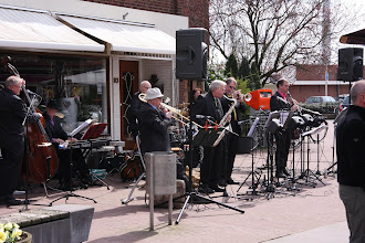 Photo: Apollo's  Dixieland Band