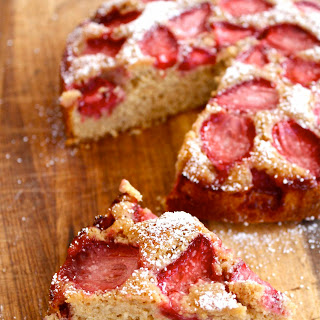 Wholemeal Strawberry Cake with Brown Sugar Recipe