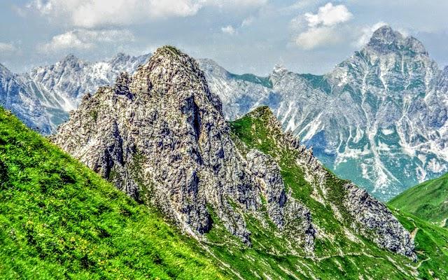 Bergpfad Richtung Wilder Mann zur Geissspitze Montafon Golmer Höhenweg