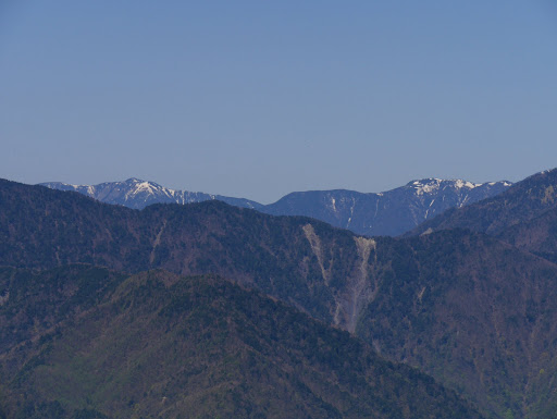 左に光岳、右が仁田岳