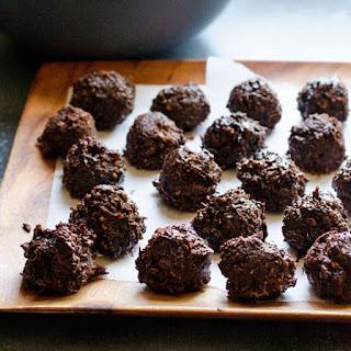 Healthy Chocolate Coconut Balls.