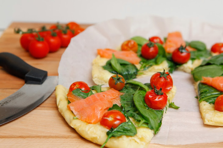 Pizza with Cherry Tomato, Spinach and Smoked Salmon Recipe