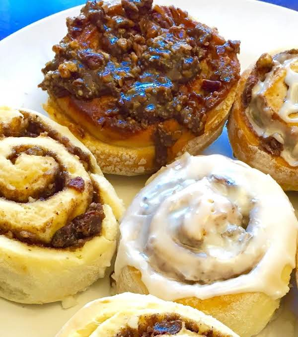 Caramel Apple And Cinnamon Raisin Buns