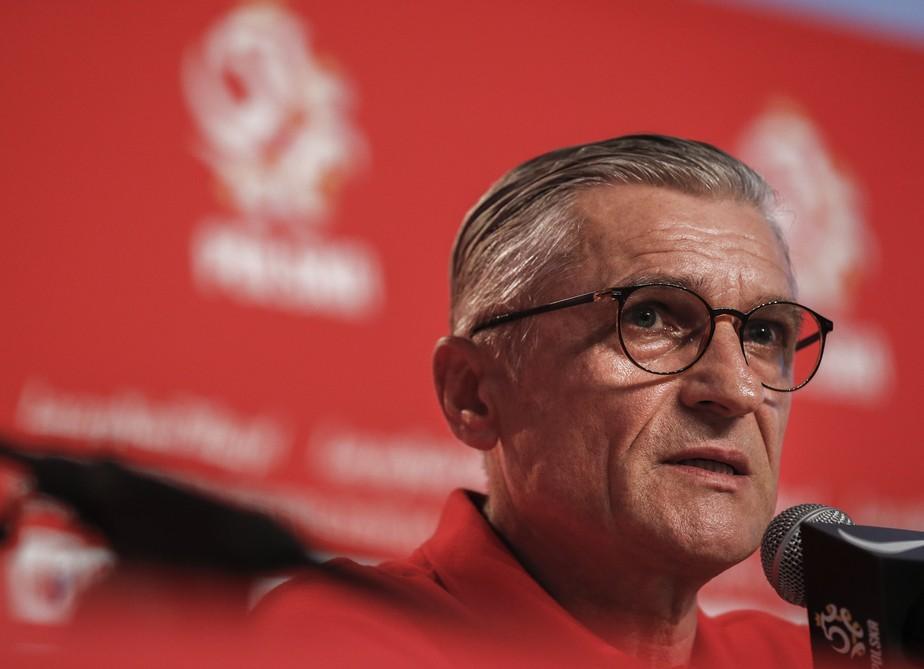 Técnico da Polônia assume responsabilidade após fracasso na Copa
