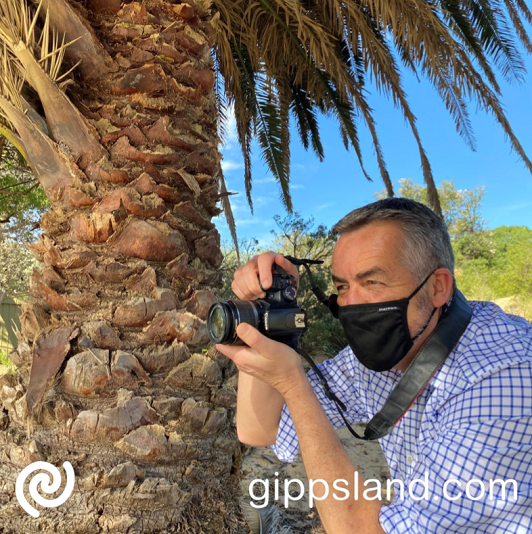 Local MP Darren Chester is encouraging local photographers to make sure they submit their photographs to be considered for the 2022 #lovegippsland calendar