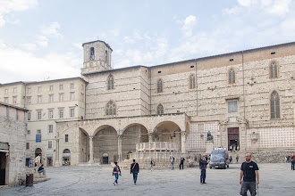 Photo: Fontana Maggiore and San Lorenzo Cathedral
