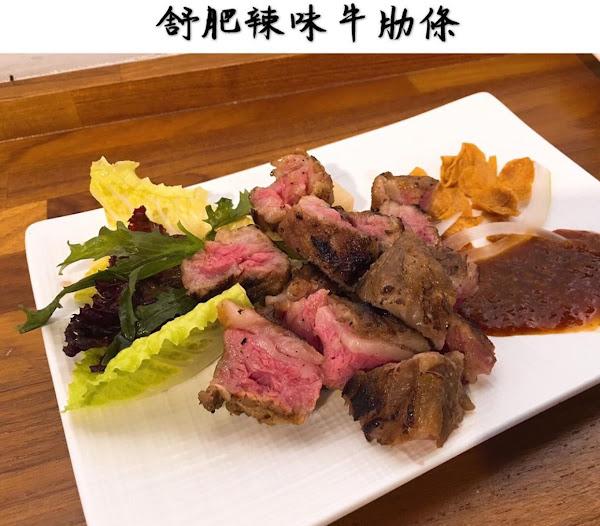 工業風格的小店面 菜單每位客人拿一張,按椅子上的號碼填單 牛排肉質非常嫩,非常有水準,肉量的話稍微少一點,但是配餐的飯量很足夠