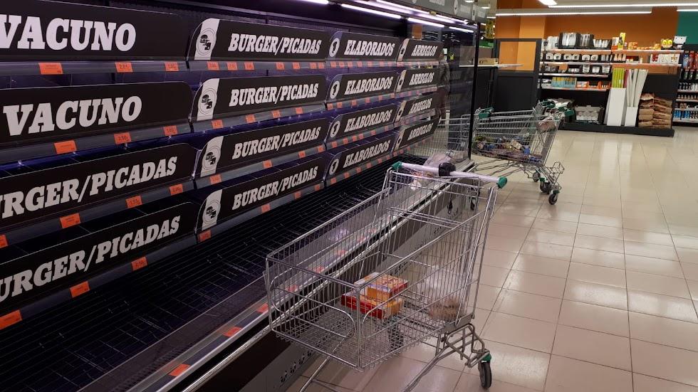 Carne tampoco había mucha este viernes en un Mercadona de la ciudad de Almería.