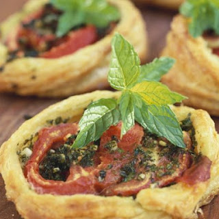 Mini Puff Pastry Pizzas