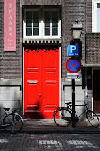 Photo: Red Door / AMSTERDAM (Some red on New Year's Eve brings good luck)