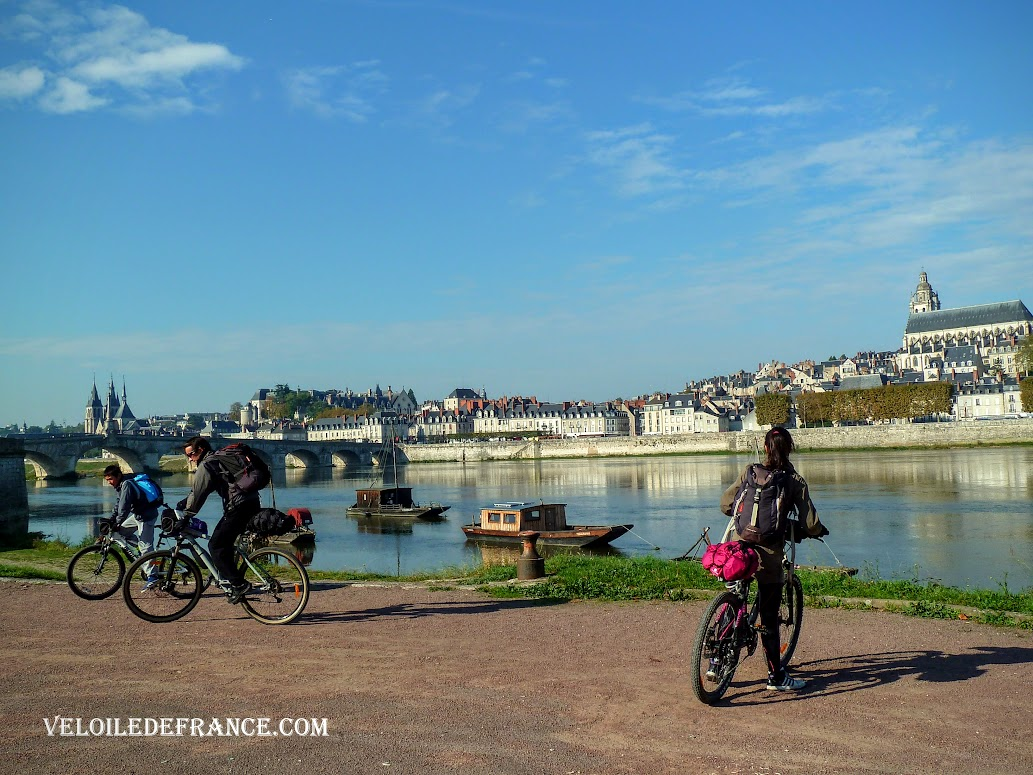 The Banks of the Loire in Blois - Cycling guide from Blois to the Château de Chambord  veloiledefrance.com