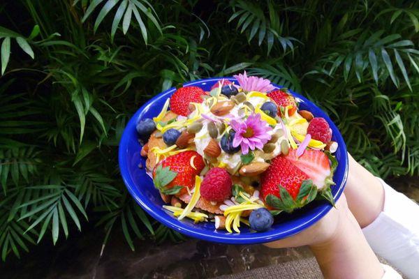 台北.劍潭-咖啡弄,繽紛莓果熱蛋糕如花般夢幻及時下最夯龍蝦堡吸爆眼球,鬧中取靜的環境及綠意植栽環繞非常愜意@女子的休假計劃