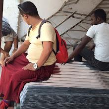 Photo: Láminas de metal para proteger las cabañas y tiendas de campaña de las lluvias del monzón.