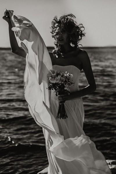 Wedding photographer Vasiliy Tikhomirov (BoraBora). Photo of 12.12.2017