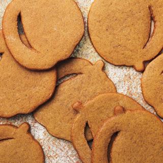 Pumpkin-Shaped Molasses Spice Cookies