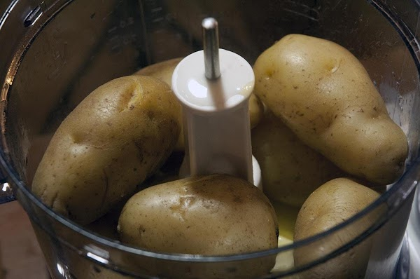 Drain the potatoes and mash them in a bowl with the milk, 4 tablespoons...