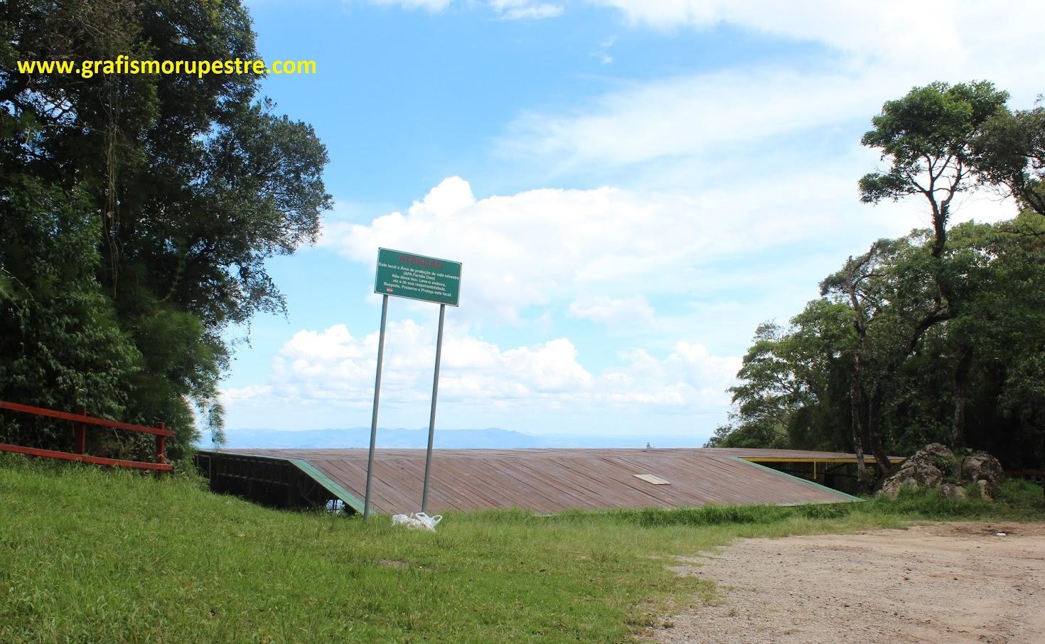 Rampa para saltos de Asa Delta para o lado de Joanópolis.