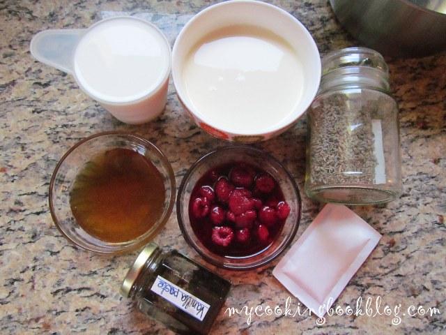 Панакота с малини, мед и лавандула