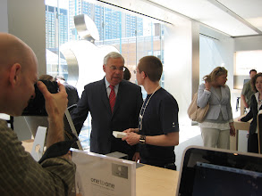 Photo: Menino gets a primer up on the third floor where the genius bar and space for workshops live