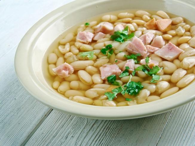 Basic Slow Cooker Navy Bean Soup Recipe