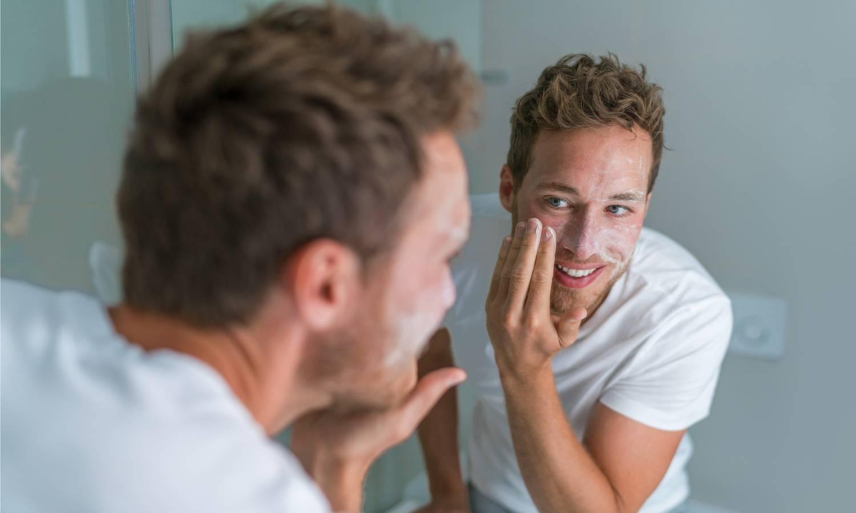 Huidverzorging met retinol, welke zonnefactor, wat zijn antioxidanten? Welke crèmes werken nu echt om rimpels te voorkomen. Het moet niet altijd botox zijn.