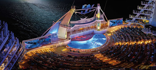 Harmony-of-the-Seas-Aqua-theater-night.jpg - Panorama of a performance taking place at the AquaTheater on Harmony of the Seas.