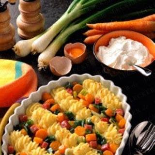 Gespritztes Püree und Gemüse
