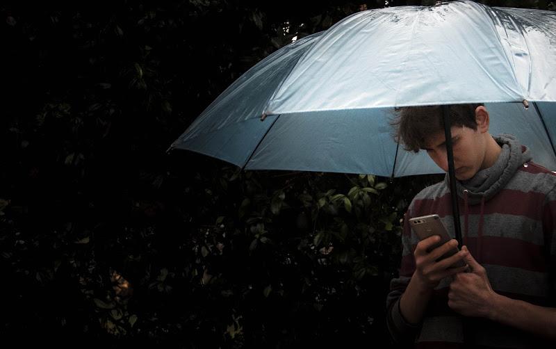 Rain under di nena